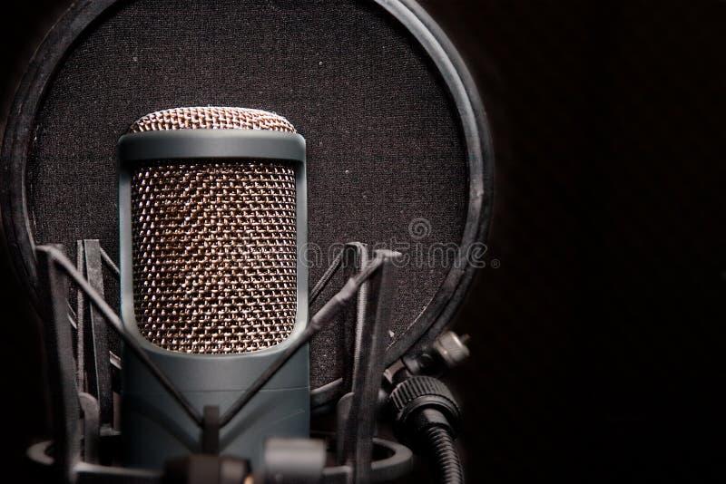 Microfone Checka fotos de stock