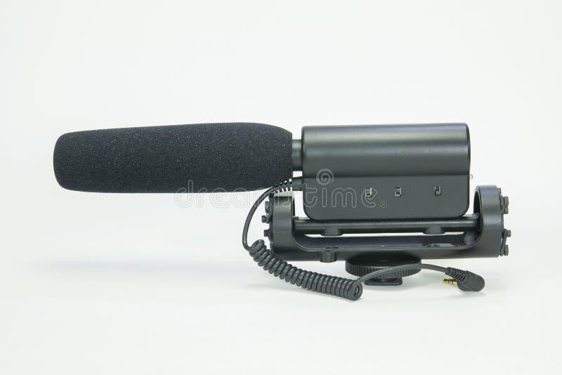 Microfone da espingarda no equipamento branco do fundo para a câmera do dslr imagens de stock