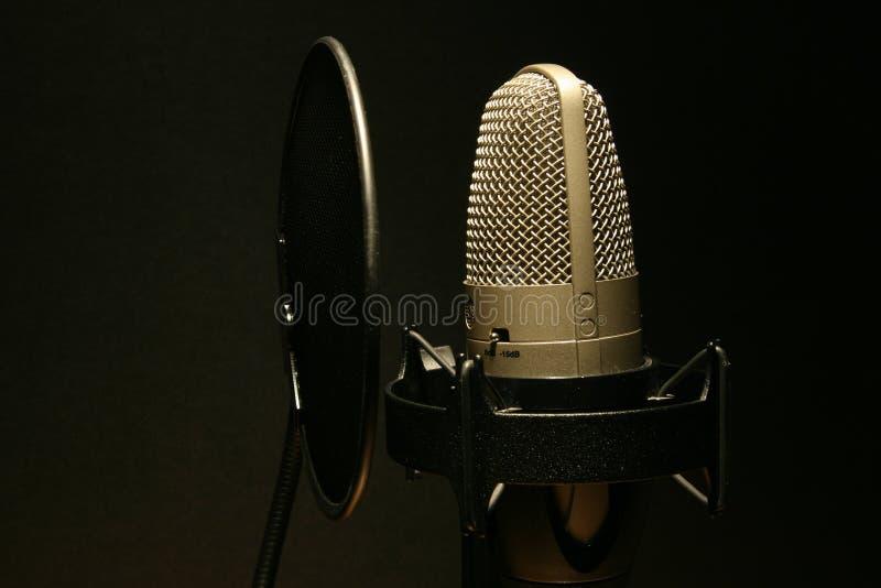 Microfone do estúdio imagem de stock