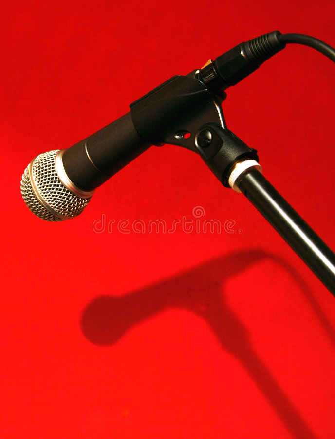 Microfone na sombra fotos de stock royalty free