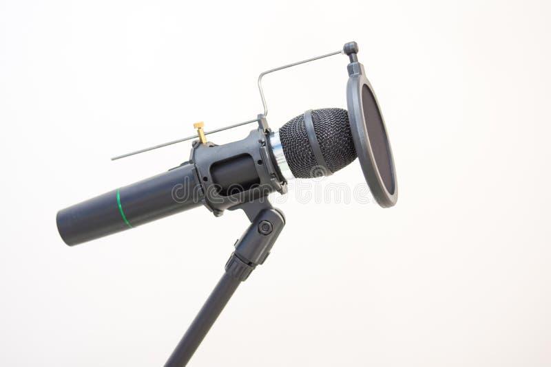 Microfone no estúdio de rádio imagens de stock royalty free