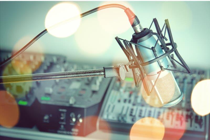 Microfone retro do estilo, opinião do close-up imagens de stock royalty free