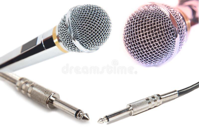 Microfones e conectores isolados fotografia de stock