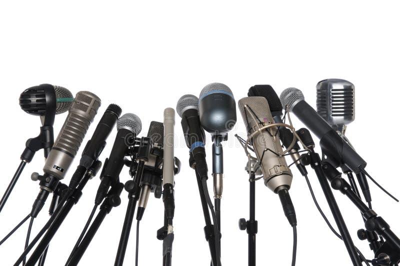 Microfoni sopra priorità bassa bianca fotografia stock libera da diritti