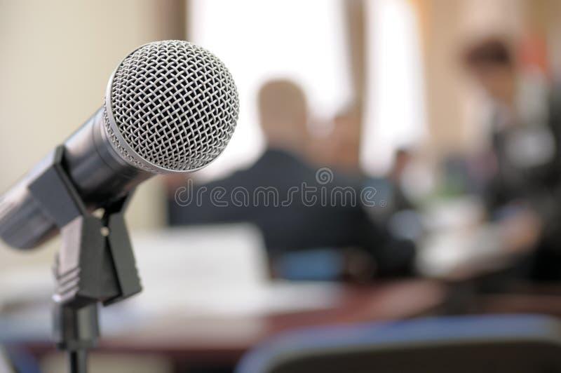 Microfono della sala per conferenze. fotografie stock