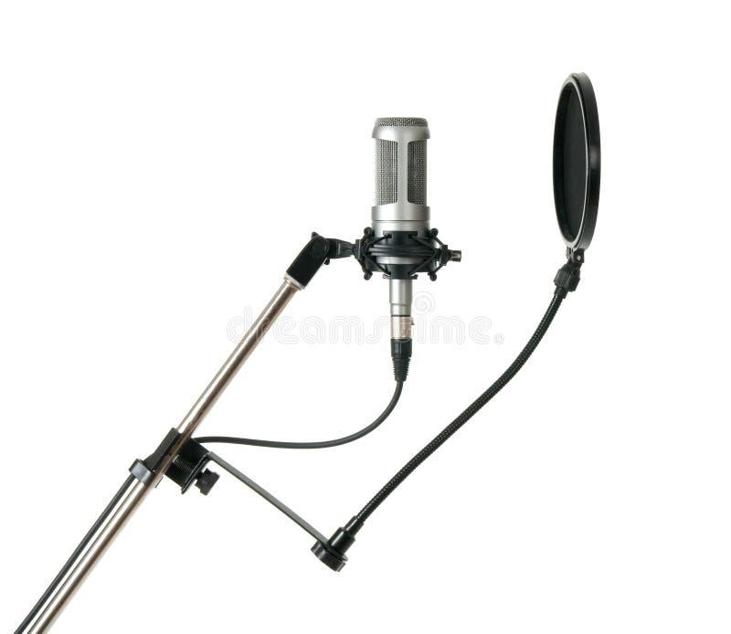 Microfono dello studio con il filtro da schiocco, isolato fotografie stock libere da diritti
