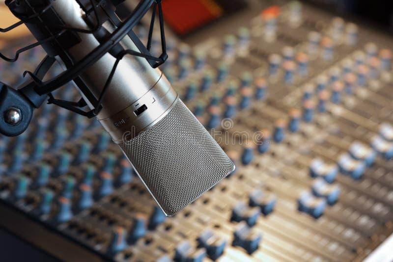 Microfono dello studio di registrazione fotografia stock libera da diritti