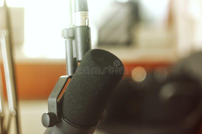 Microfono dello studio sulla radio fotografie stock libere da diritti