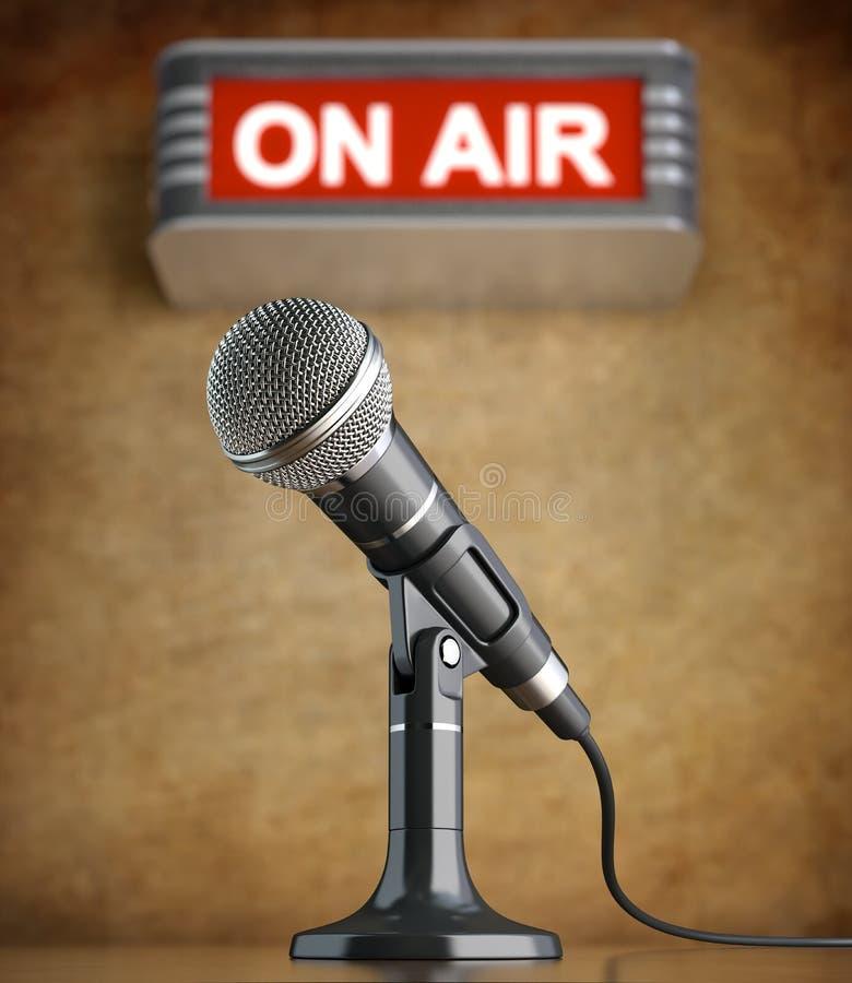 Microfono nel vecchio studio con sul segno dell'aria illustrazione vettoriale