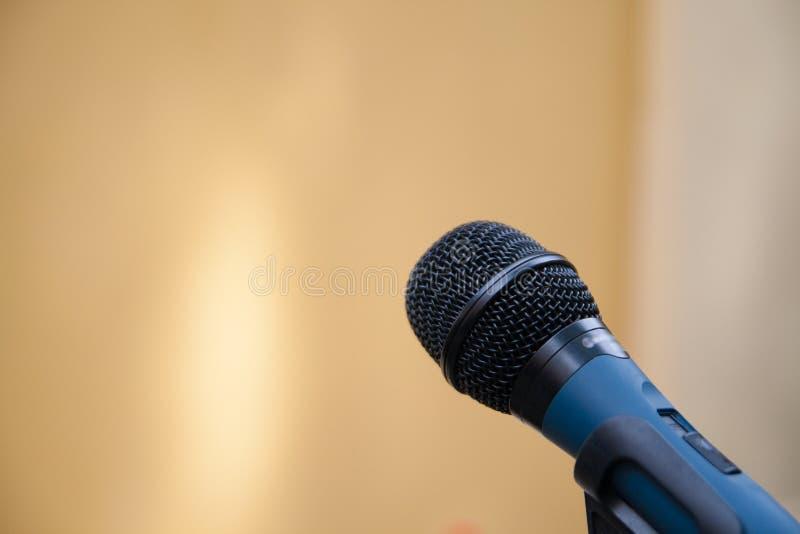Download Microfoon stock afbeelding. Afbeelding bestaande uit chroom - 54090989