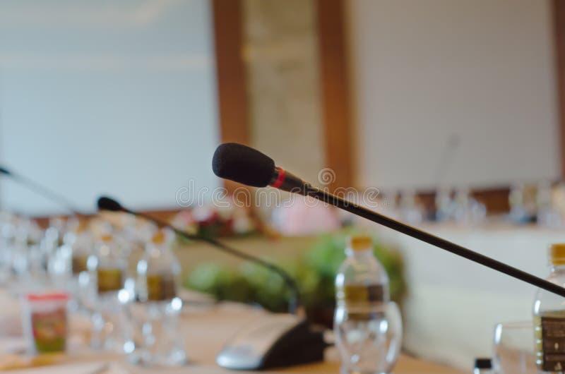 Microfoon in de vergaderzaal stock foto's