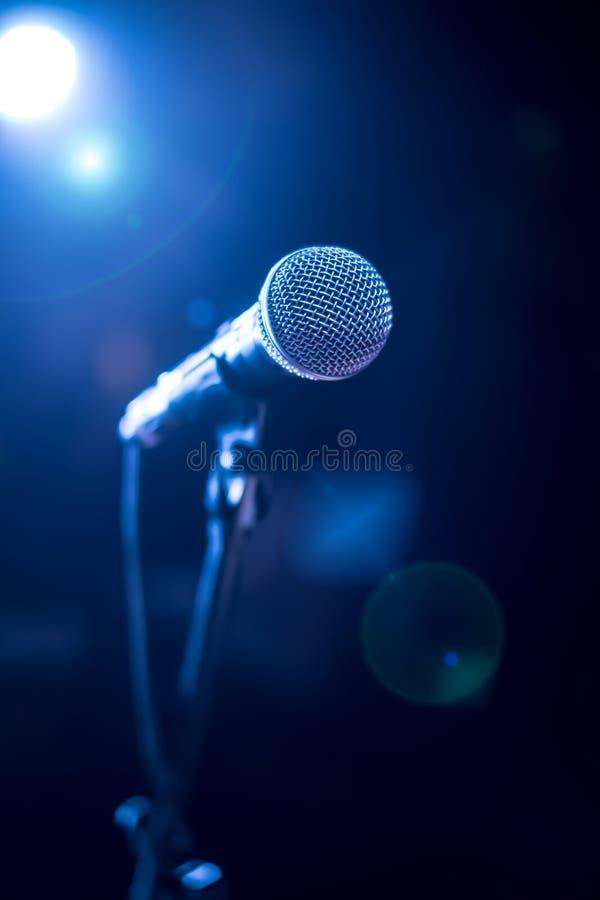 Microfoon op stadium stock foto
