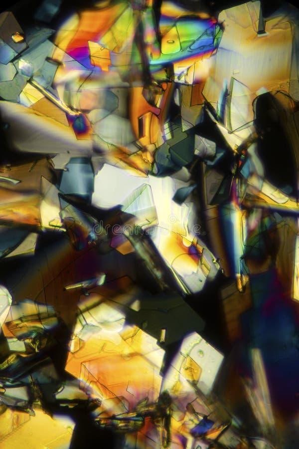 Micrographe abstrait des cristaux colorés de la phénylalanine d'acide aminé image libre de droits