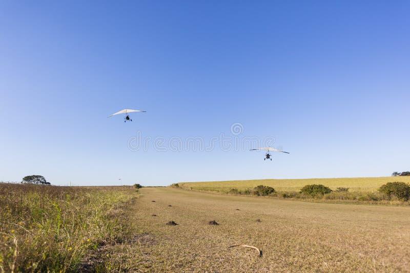 Microlightvliegtuigen die Avontuur vliegen stock foto