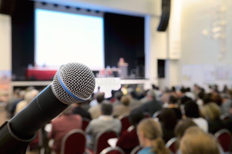 Microphone à la conférence. photographie stock libre de droits