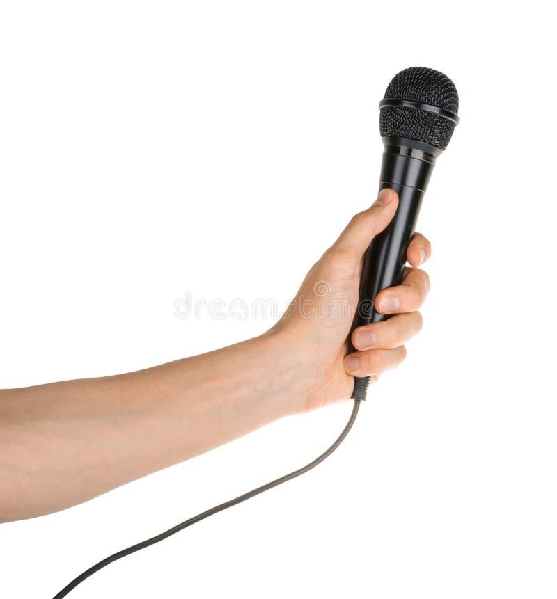 Microphone de participation de main d'isolement sur le chemin de coupage blanc photos stock