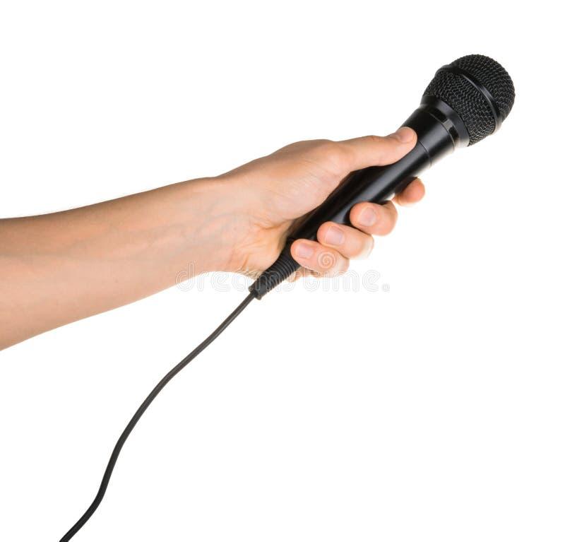Microphone de participation de main d'isolement sur le chemin de coupage blanc photographie stock