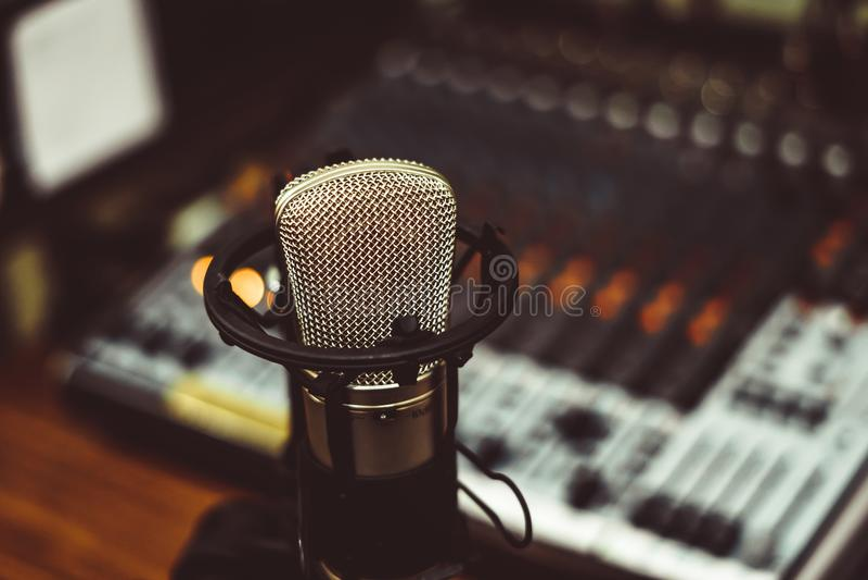 Microphone et console de mélange images stock