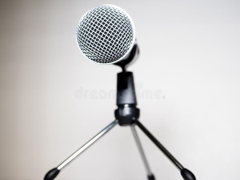 Microphone sur le petit support pour la conférence image libre de droits