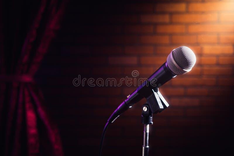 Microphone sur une étape image libre de droits