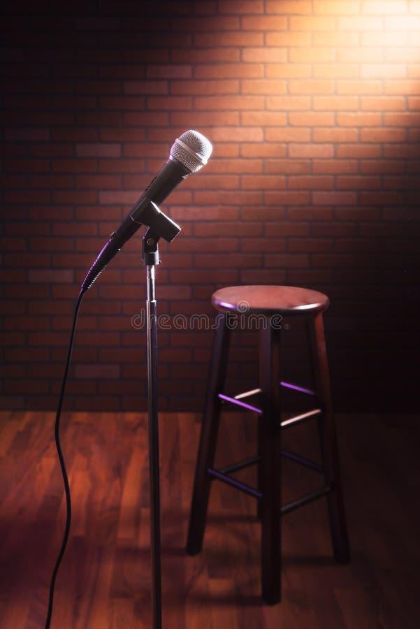 Microphone sur une étape photographie stock
