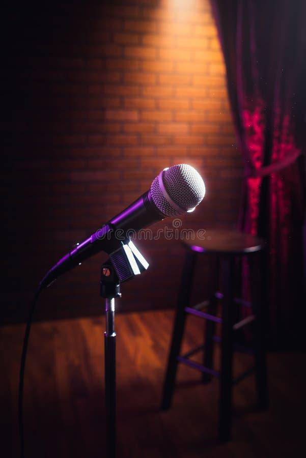 Microphone sur une étape photographie stock libre de droits