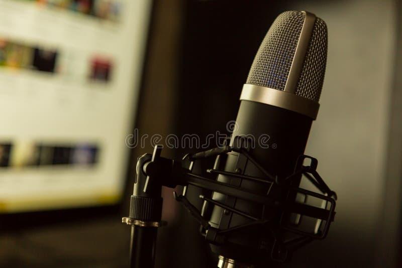 Microphone vocal de voix de studio d'enregistrement audio photos stock