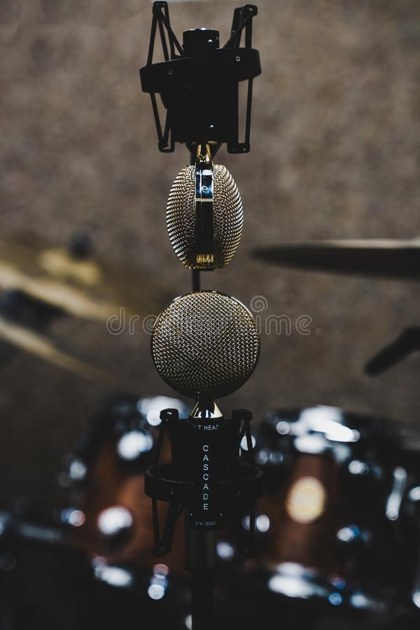 Microphones à l'envers image libre de droits