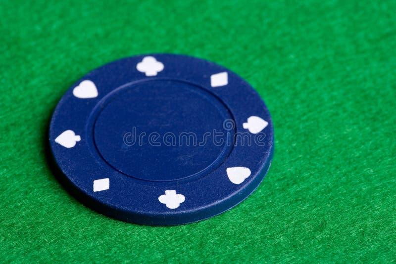 Microplaqueta azul do póquer fotografia de stock