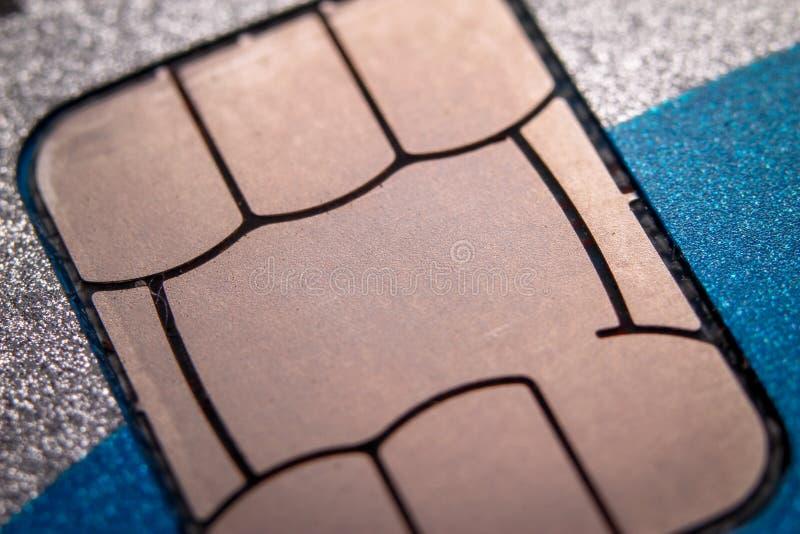 Microplaqueta no cartão de crédito imagem de stock