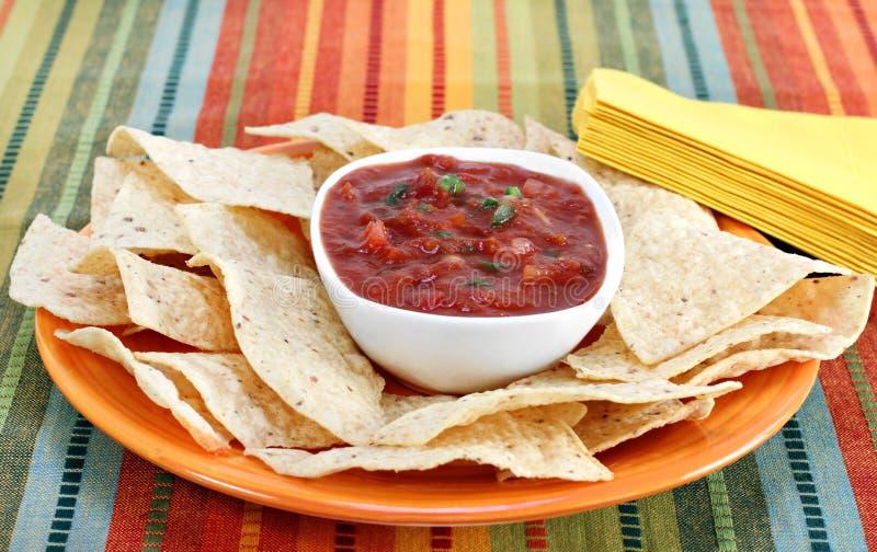 Microplaquetas da salsa e de Tortilla fotografia de stock