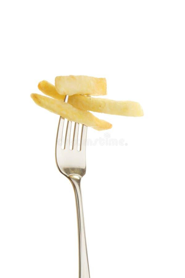 Microplaquetas de batata em uma forquilha foto de stock
