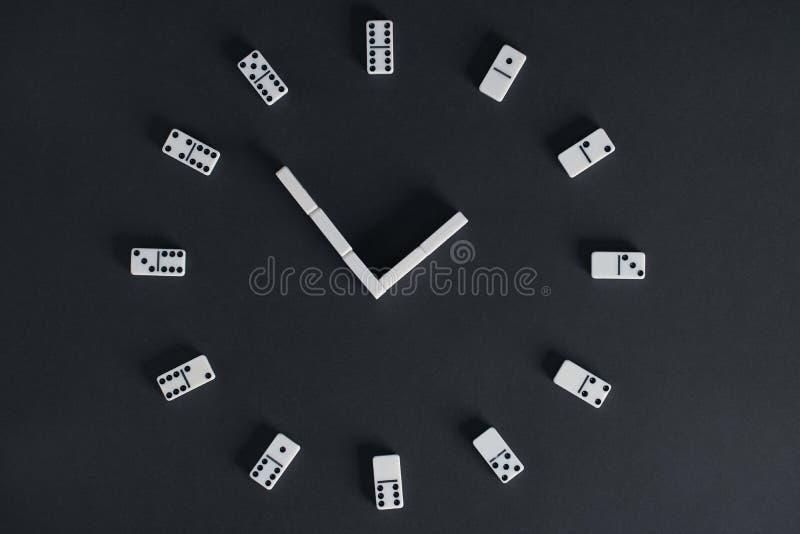 Microplaquetas do jogo do dominó imagens de stock