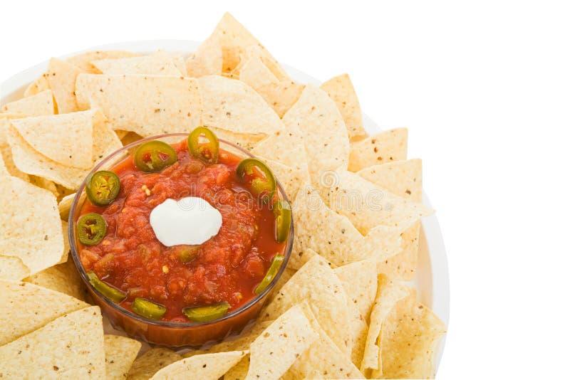 Microplaquetas e salsa com trajeto foto de stock