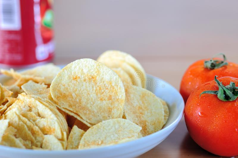 Download Microplaquetas E Tomate De Batata Foto de Stock - Imagem de grupo, crisps: 26511412