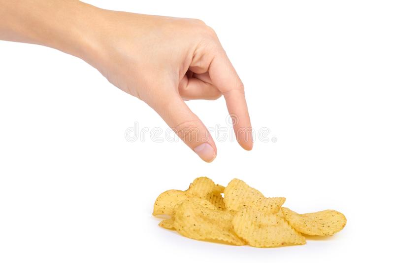 Microplaquetas onduladas saborosos à disposição isoladas no fundo branco, microplaquetas de batata, alimento insalubre, muito gor foto de stock