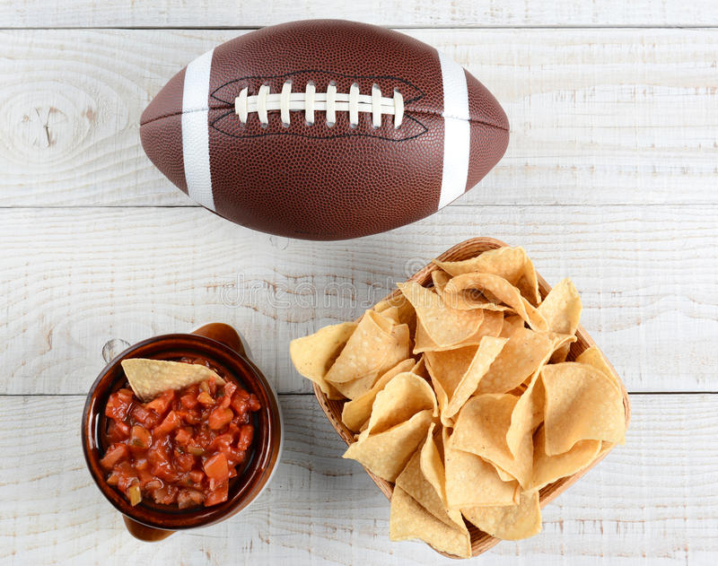 Microplaquetas, salsa e futebol foto de stock royalty free