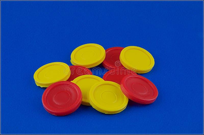 Microplaquetas vermelhas e amarelas fotos de stock royalty free