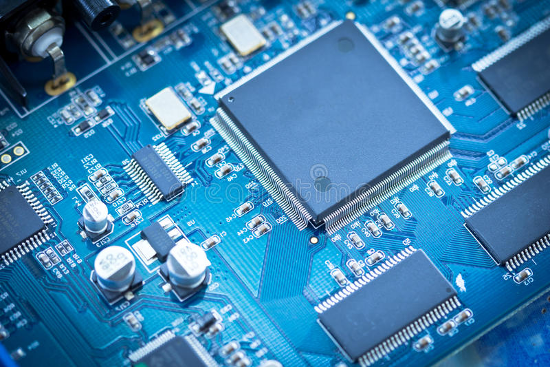 microprocesador de circuito electrónico en tablero del PWB imagen de archivo libre de regalías