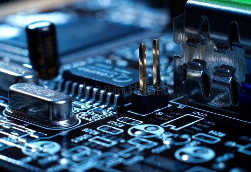Microprocessador com fundo do cartão-matriz Circuito de microplaqueta da placa do computador Conceito de hardware da microeletrôn fotos de stock royalty free