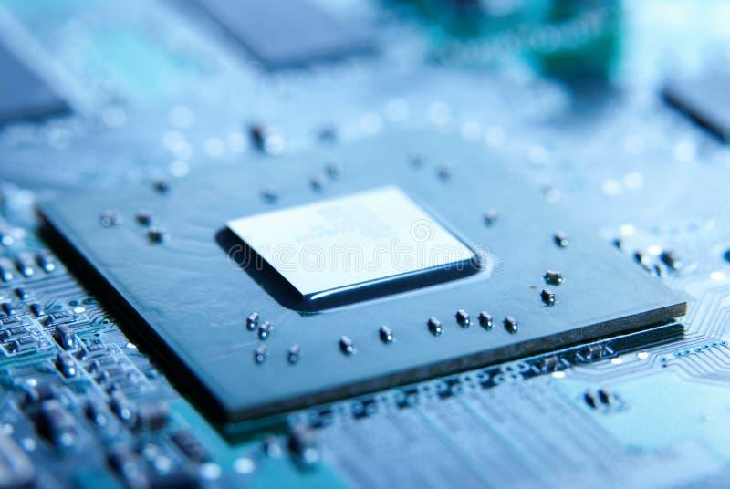 Microprocessador com fundo do cartão-matriz Circuito de microplaqueta da placa do computador Conceito de hardware da microeletrôn foto de stock royalty free