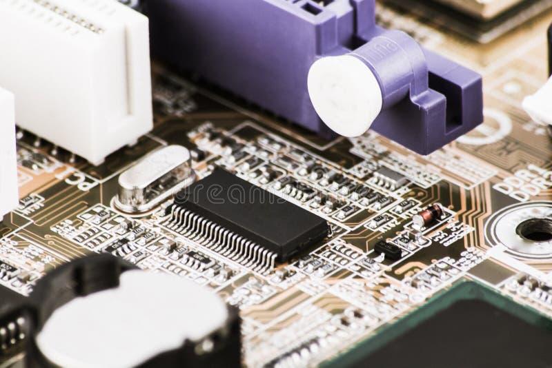 Microprocessador integrado do microchip do semicondutor no representante da placa de circuito da elevação - indústria da tecnolog imagem de stock
