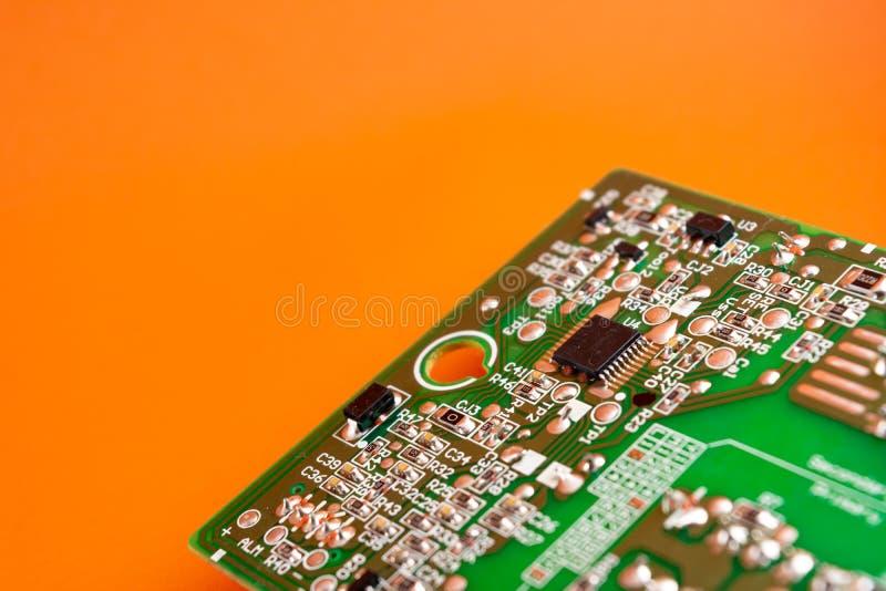 microprocessor of chipset geïnstalleerd op de printplaat computerapparatuur en elektronische component stock foto's