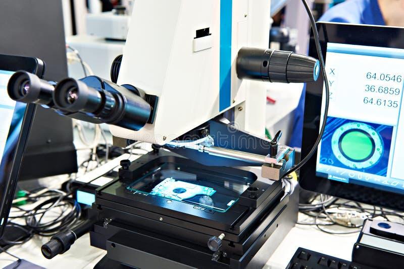 Microscope de mesure électronique images stock