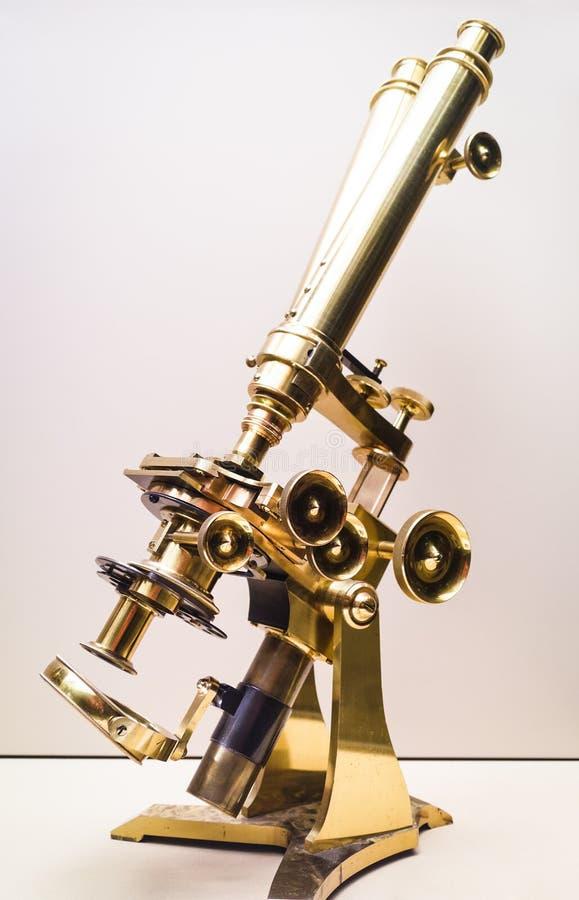 Microscopio antico immagini stock