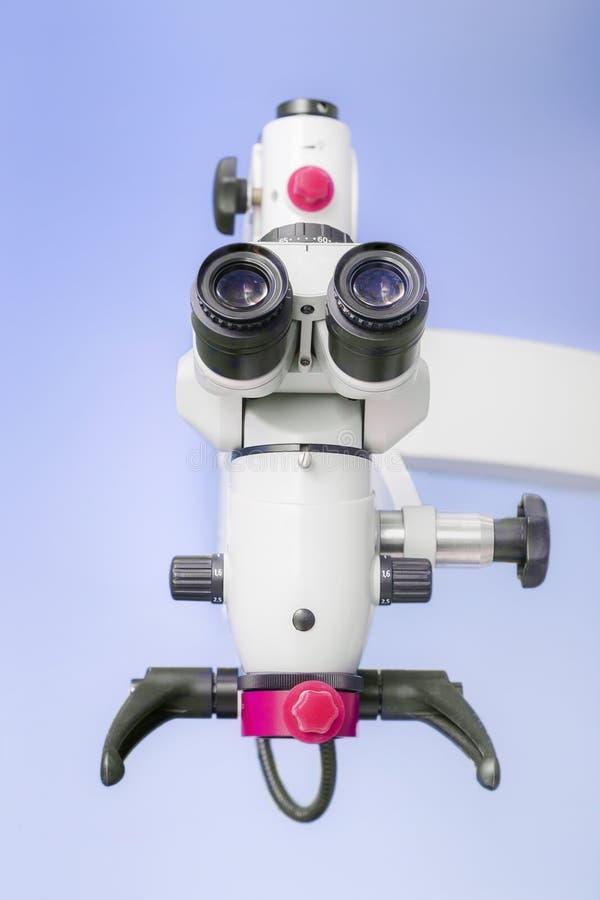 Microscopio binoculare endodontic dentario professionale fotografie stock libere da diritti