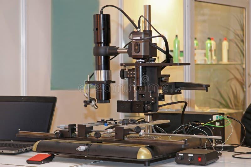Microscopio de Digitaces foto de archivo libre de regalías