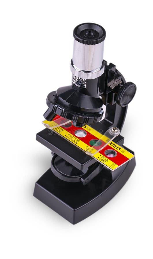 Microscopio del bambino isolato su fondo bianco fotografia stock libera da diritti