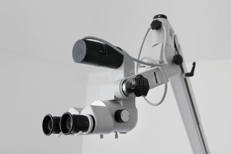 Microscopio dell'orecchio immagine stock