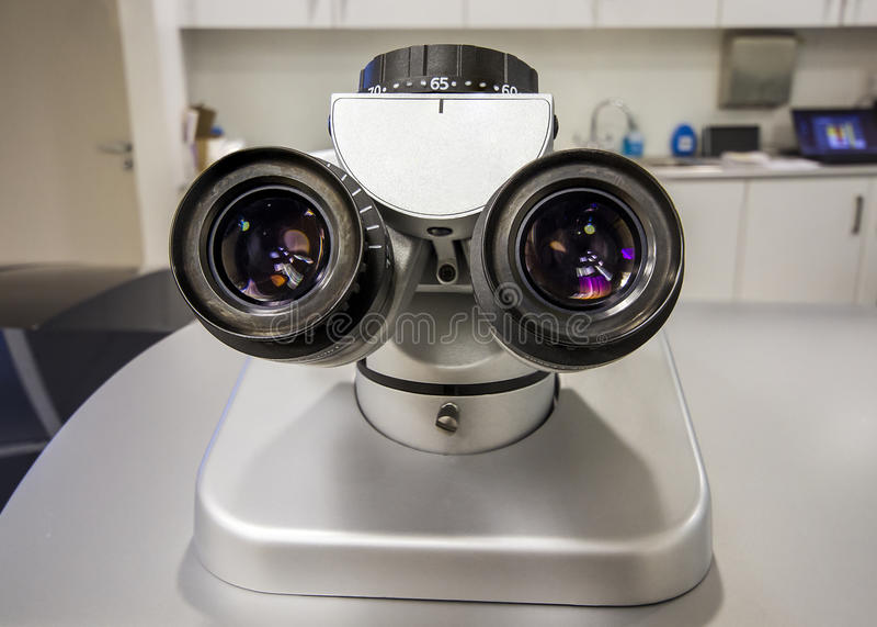 Microscopio en clínica de ojo imagen de archivo libre de regalías